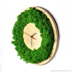 Деревянные настенные часы...