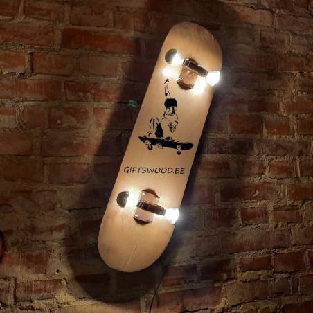 Vintage skateboard lamp Personointi kaiverrettu teksti