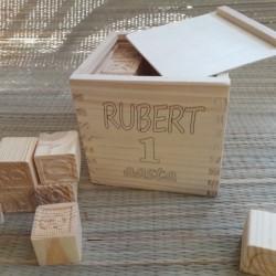 Деревянная кубики в коробке...