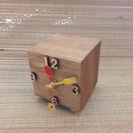 Деревянные цифровые настольные часы кубик с индивидуальной гравировкой