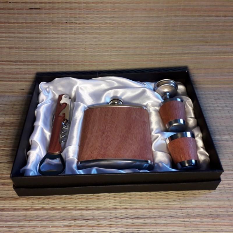 Plasku 6oZ komplekt  puit viimistlus kinkekarbis personaalse graveeringuga