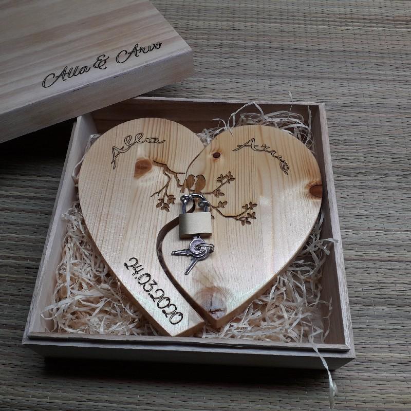 Деревянное сердце с замочком и индивидуальной гравировкой