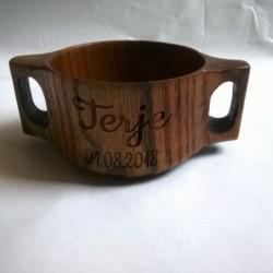 Деревянная чашка с двумя...