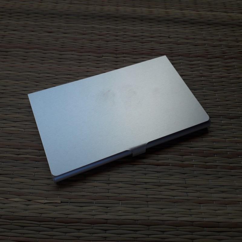 Металлически кошелёк для  карт с отделкой деревом с гравировкой