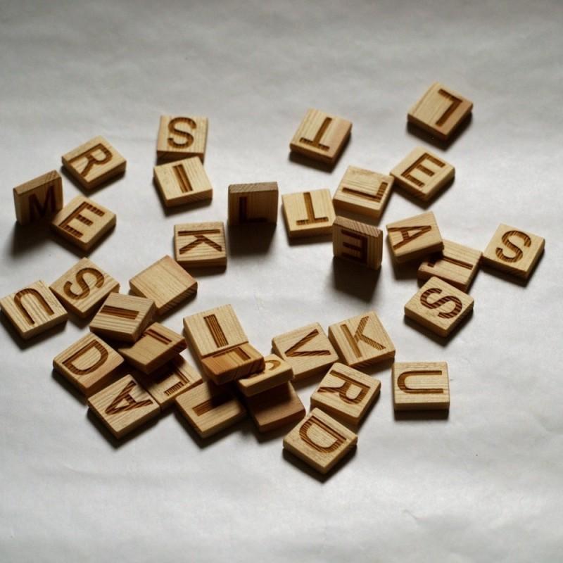 Буквы на деревянных кубиках 2см с индивидуальной гравировкой