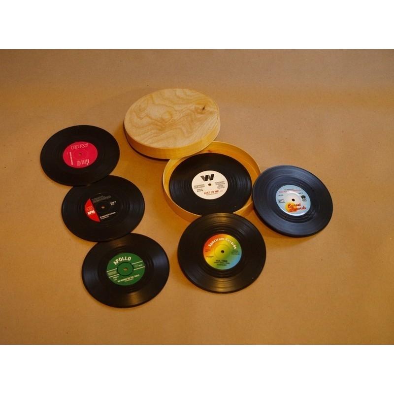 Vintage tassialus komplekt 6 tk. puidust karbis personaalse graveeringuga