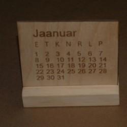 Puidust laua kalender...