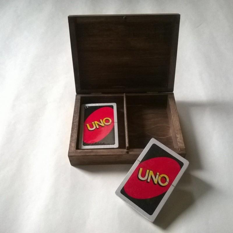UNO kaardid puidust karbis personaalse graveeringuga
