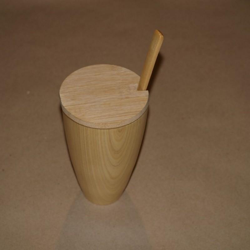 Personointi kaiverrettu puinen muki