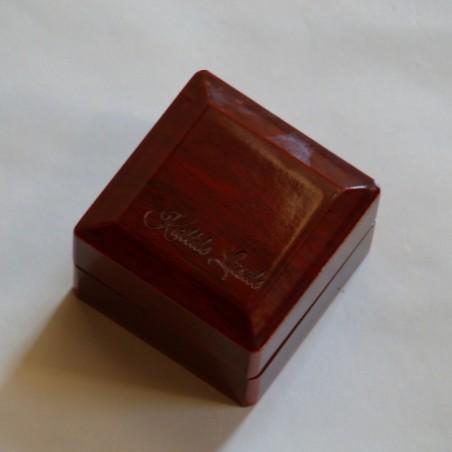 Sõrmuse karp puidust personaalse graveeringuga
