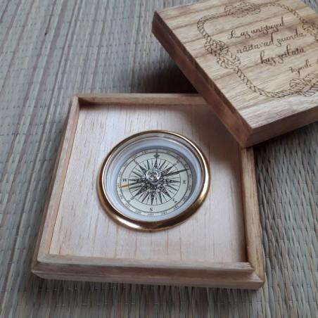 Kompass puidust kinkekarbis  personaalse graveeringuga