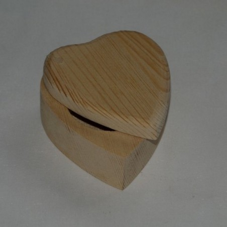 Kinkekarp süda sõrmusele puidust personaalse graveeringuga