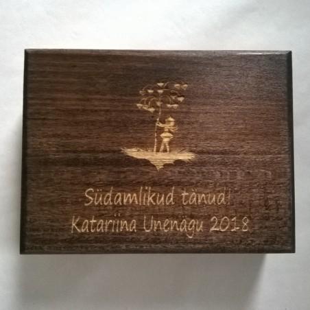 Kinkekarp  Mõõdud - 9 x 14 x 5 cm magnetiga personaalse graveeringuga