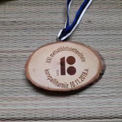 Puidust medalid personaalse graveeringuga