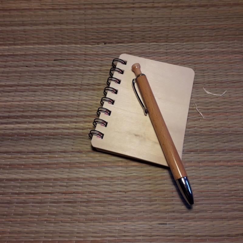 Märkmik ja pastapliiatsi kinkekomplekt personaalse graveeringuga kõikidele esemetele