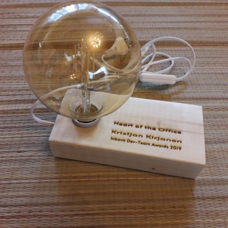 Деревянная лампа кубик с индивидуальной гравировкой
