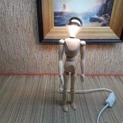 Puidust käsitöö lamp mees...