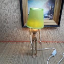 Puidust käsitöö lamp mees või naine personaalse graveeringuga